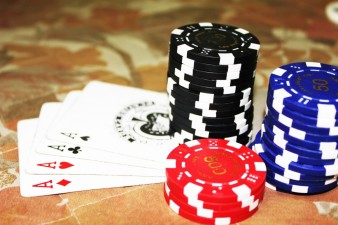 poker_cards_aces_chips_gambling_casino_win_game-952745.jpg!d.jpg